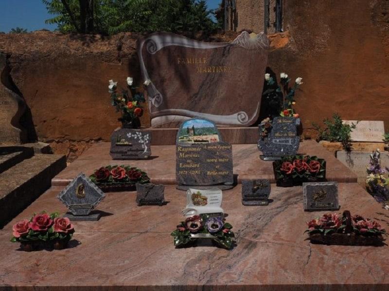 Tout savoir sur les plaques funéraires