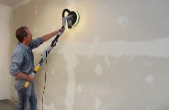 Comment lisser un mur crépi?